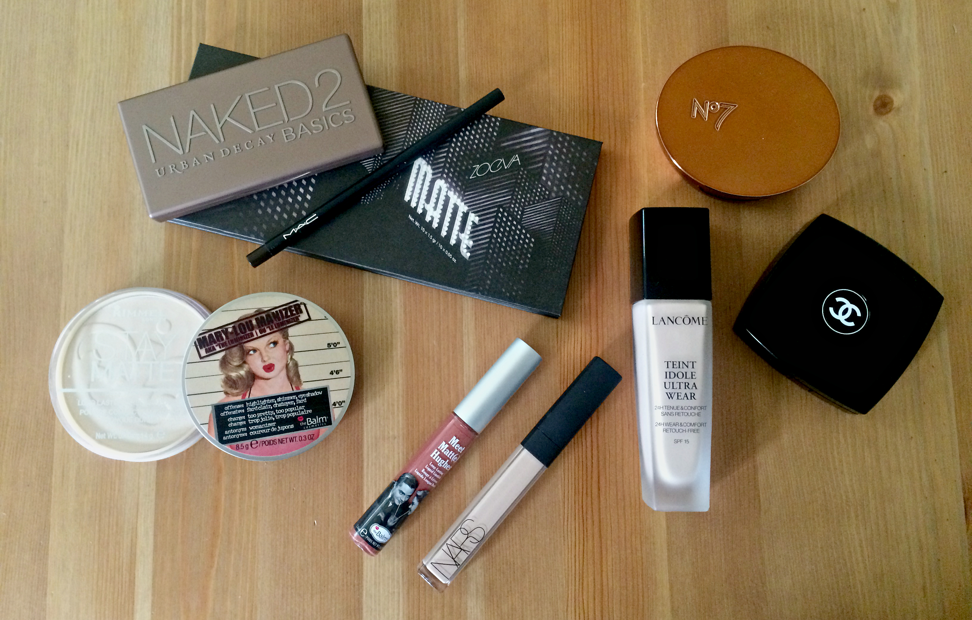 Essentials for a minimalist makeup collection